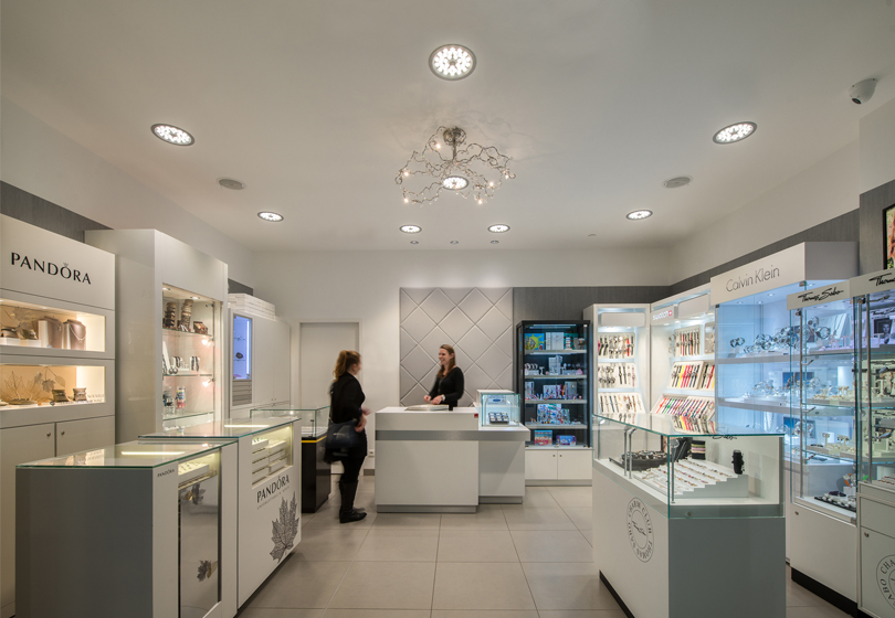 jewelry shop with ETAP D4 downlights