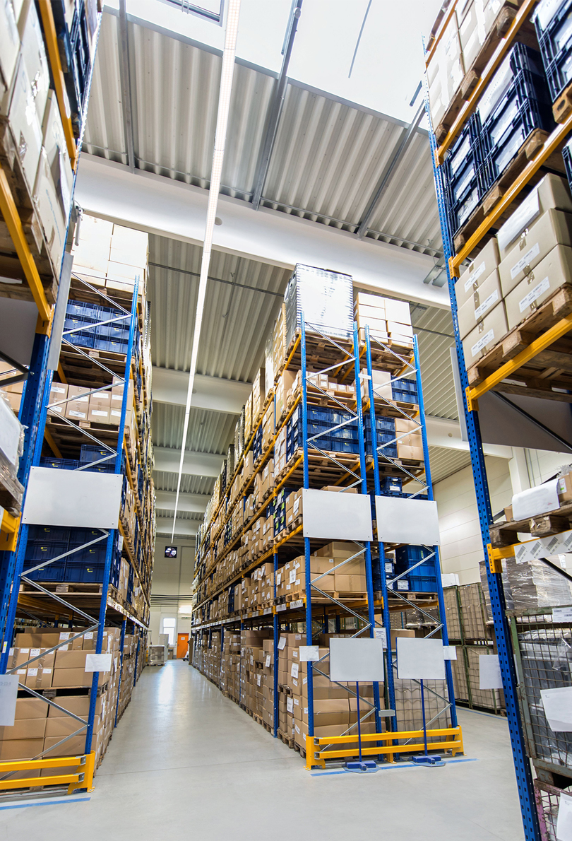 E5 light lines with LED in warehouse