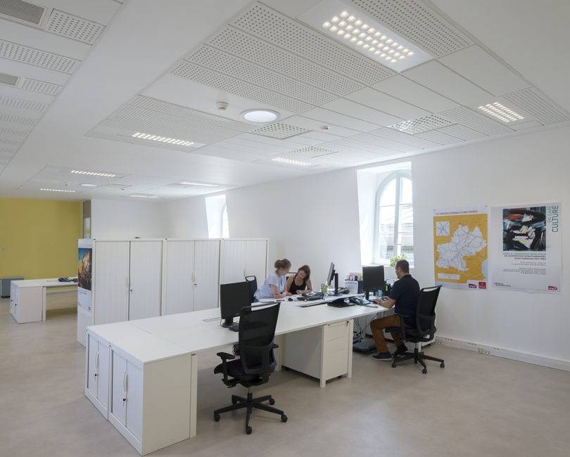 Office with people and U7 lighting